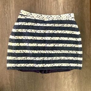Aritzia Talula short skirt in great condition.